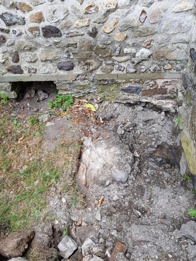 17 Jul nave wall east of porch