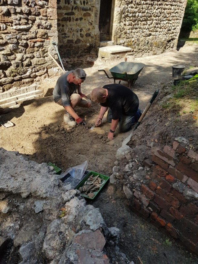 23 Jul excavating east of the apse